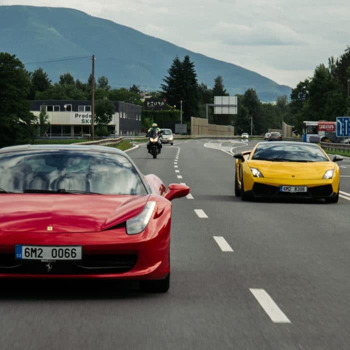 Svět-radovánek-Ferrari-Italia-versus-Lamborghini-Gallardo-LP560-4